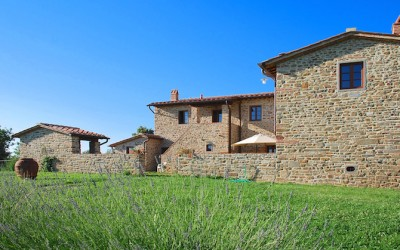 Monteroni Restored Farmhouse with 20 Hectares