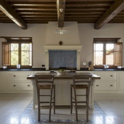 Farmhouse + 2 Annexes with 30 Hectares of Land 31