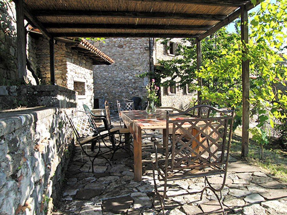 Daino portico esterno con forno a legna casa tuscany for Piccola casa con avvolgente portico