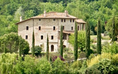 Large Farmhouse near Todi with 9 Bedrooms + Pool
