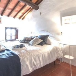 Chianti Apartment with Pool and Tennis Court Image 5
