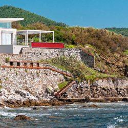 Tuscan Waterfront Villa Image 3