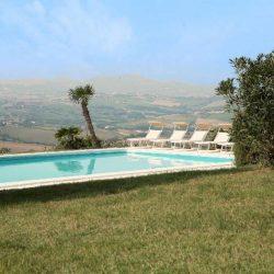 Le Marche Coast Villa Image 12