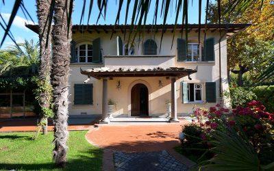 Tuscan Coast Villa in Forte dei Marmi with Pool