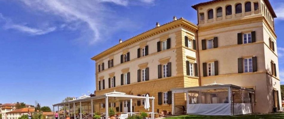 Boutique Hotel Near Pisa 18km From With Views Of The Leaning Tower Elegantly Red 10 Bedroom Villa A Restaurant Professional Kitchen