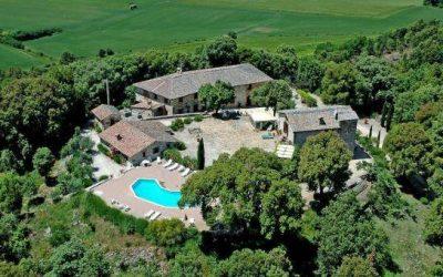Borgo with Apartments, Pool + Land near Siena