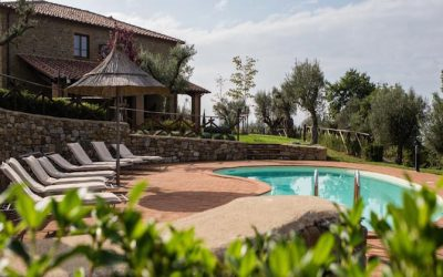 Umbrian Lake View House with Pool