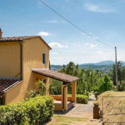 Auction Property | Breathtaking Estate Near Pescia 25