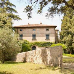 Renovated Prestigious Villa in Historic Lari 1