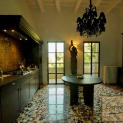 Prestigious Villa in Historic Lari 16