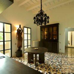 Prestigious Villa in Historic Lari 17