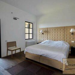 Prestigious Villa in Historic Lari 23