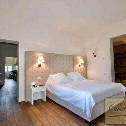 Prestigious Villa in Historic Lari 25