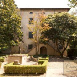 Renovated Prestigious Villa in Historic Lari 2