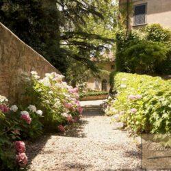 Renovated Prestigious Villa in Historic Lari 3