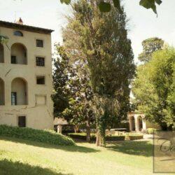 Renovated Prestigious Villa in Historic Lari 8