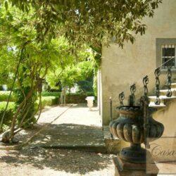 Prestigious Villa in Historic Lari 9