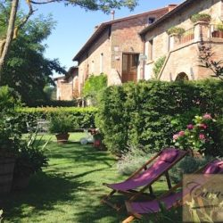 Property with pool for sale near Citta della Pieve, Umbria (2)