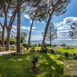 Waterfont Villa With Large Garden and Private Marina 29