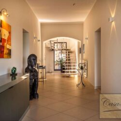 Waterfont Villa With Large Garden and Private Marina 4