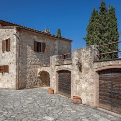 Sarteano Villa with Roman Pool and 2.5 Hectares 12