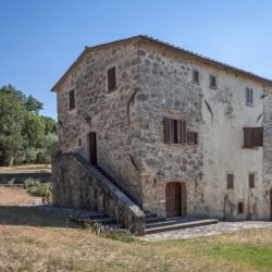 Sarteano Villa with Roman Pool and 2.5 Hectares 8