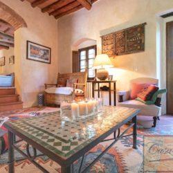 Tuscan Farmhouse with Pool for sale near Panzano in Chianti (15)