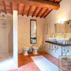 Tuscan Farmhouse with Pool for sale near Panzano in Chianti (26)