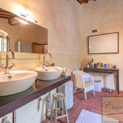Tuscan Farmhouse with Pool for sale near Panzano in Chianti (27)