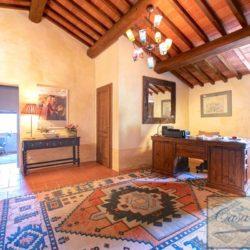 Tuscan Farmhouse with Pool for sale near Panzano in Chianti (28)