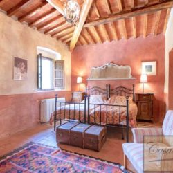 Tuscan Farmhouse with Pool for sale near Panzano in Chianti (33)