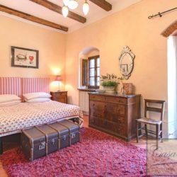 Tuscan Farmhouse with Pool for sale near Panzano in Chianti (37)