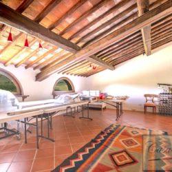 Tuscan Farmhouse with Pool for sale near Panzano in Chianti (39)