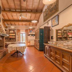 V4151 Large farmhouse for sale near Siena (23)-1200