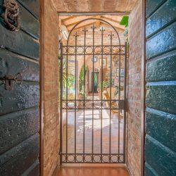 V4151 Large farmhouse for sale near Siena (25)-1200