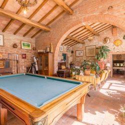 V4151 Large farmhouse for sale near Siena (30)-1200