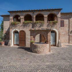 V4151 Large farmhouse for sale near Siena (47)-1200