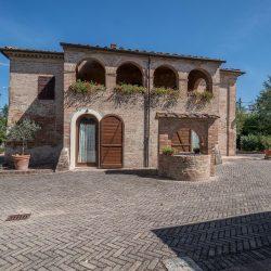V4151 Large farmhouse for sale near Siena (49)-1200