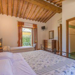 V4151 Large farmhouse for sale near Siena (61)-1200