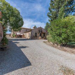 V4151 Large farmhouse for sale near Siena (67)-1200