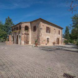 V4151 Large farmhouse for sale near Siena (8)-1200