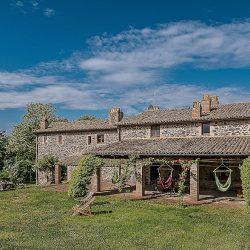 Orvieto farmhouse with pool for sale
