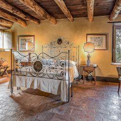 Orvieto farmhouse with pool for sale 9