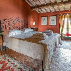 Orvieto farmhouse with pool for sale 11