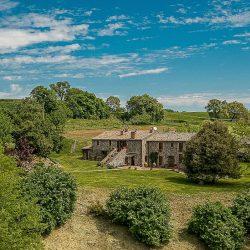 Orvieto farmhouse with pool for sale 16