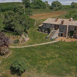 Orvieto farmhouse with pool for sale 17