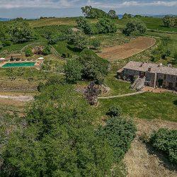 Orvieto farmhouse with pool for sale 18