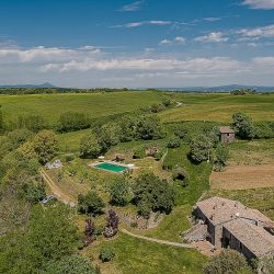 Orvieto farmhouse with pool for sale 21