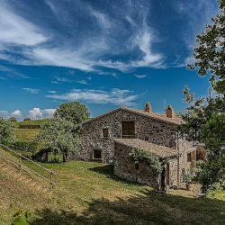 Orvieto farmhouse with pool for sale 24