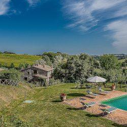 Orvieto farmhouse with pool for sale 27